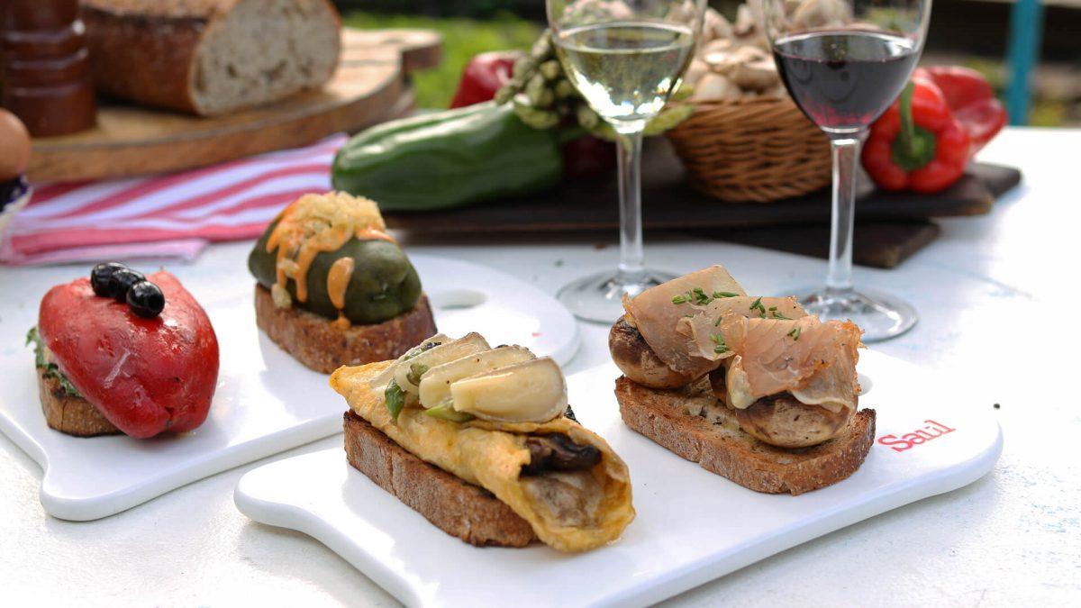 Toasts Gourmet y el vino Trio Image